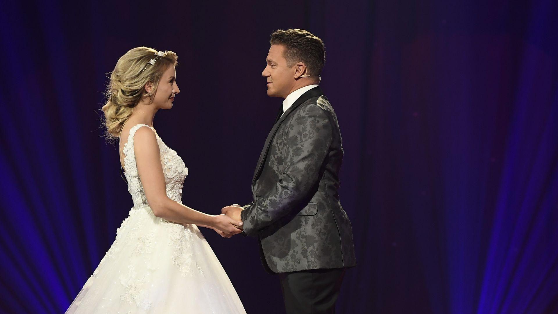 Hochzeit im TV: In diesem Kleid gab Anna-Carina ihr Jawort ...