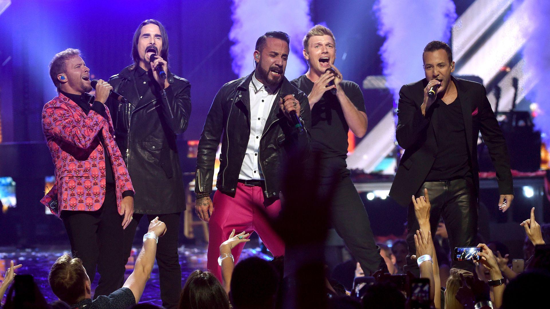 I Backstreet Boys spesso abbreviati con la sigla BSB sono un gruppo musicale statunitense formato a Orlando Florida nel 1993 composto da Nick Carter Howie