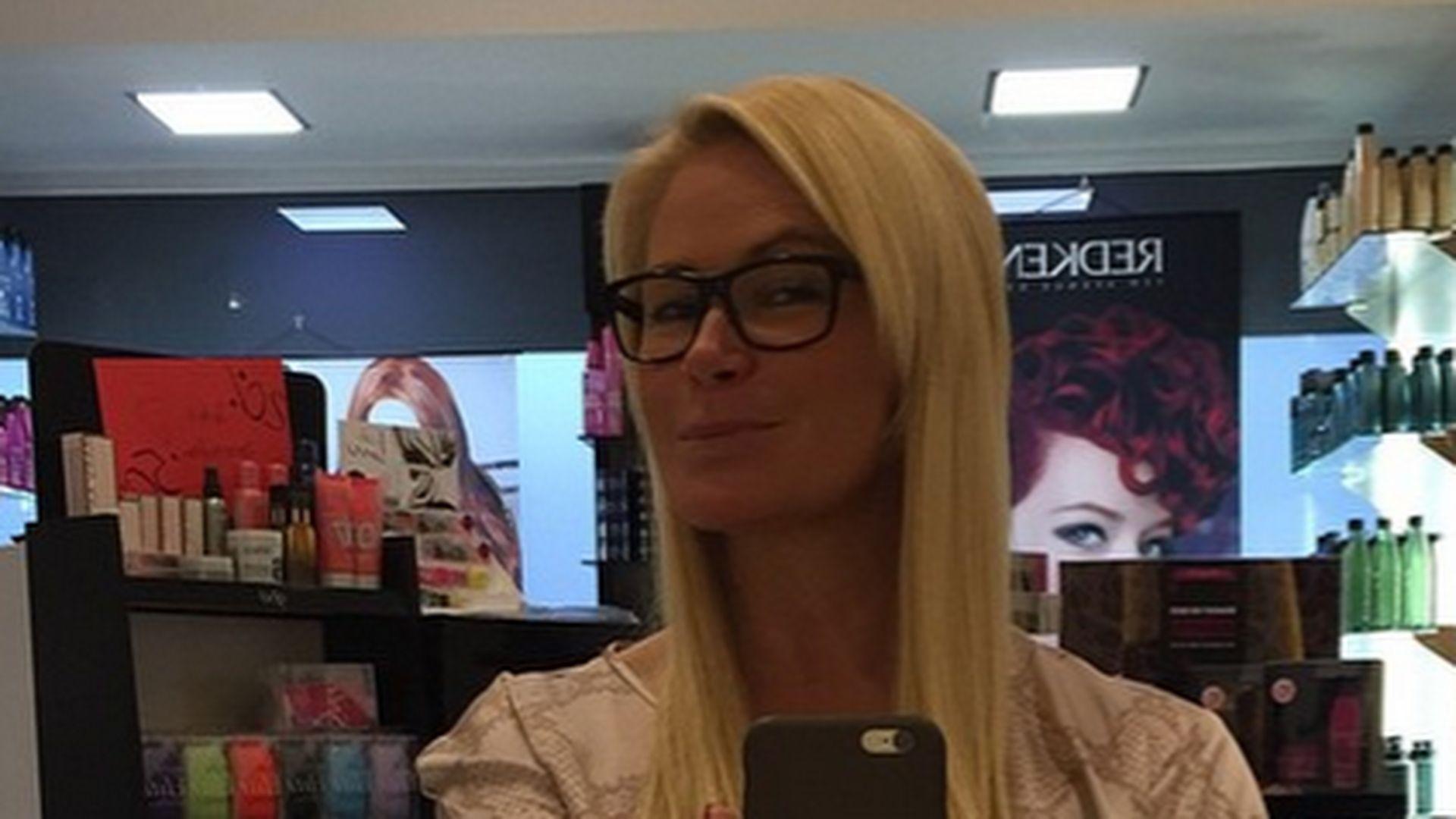 Neue Frisur Von Claudia Effenberg Moderne Männliche Und Weibliche