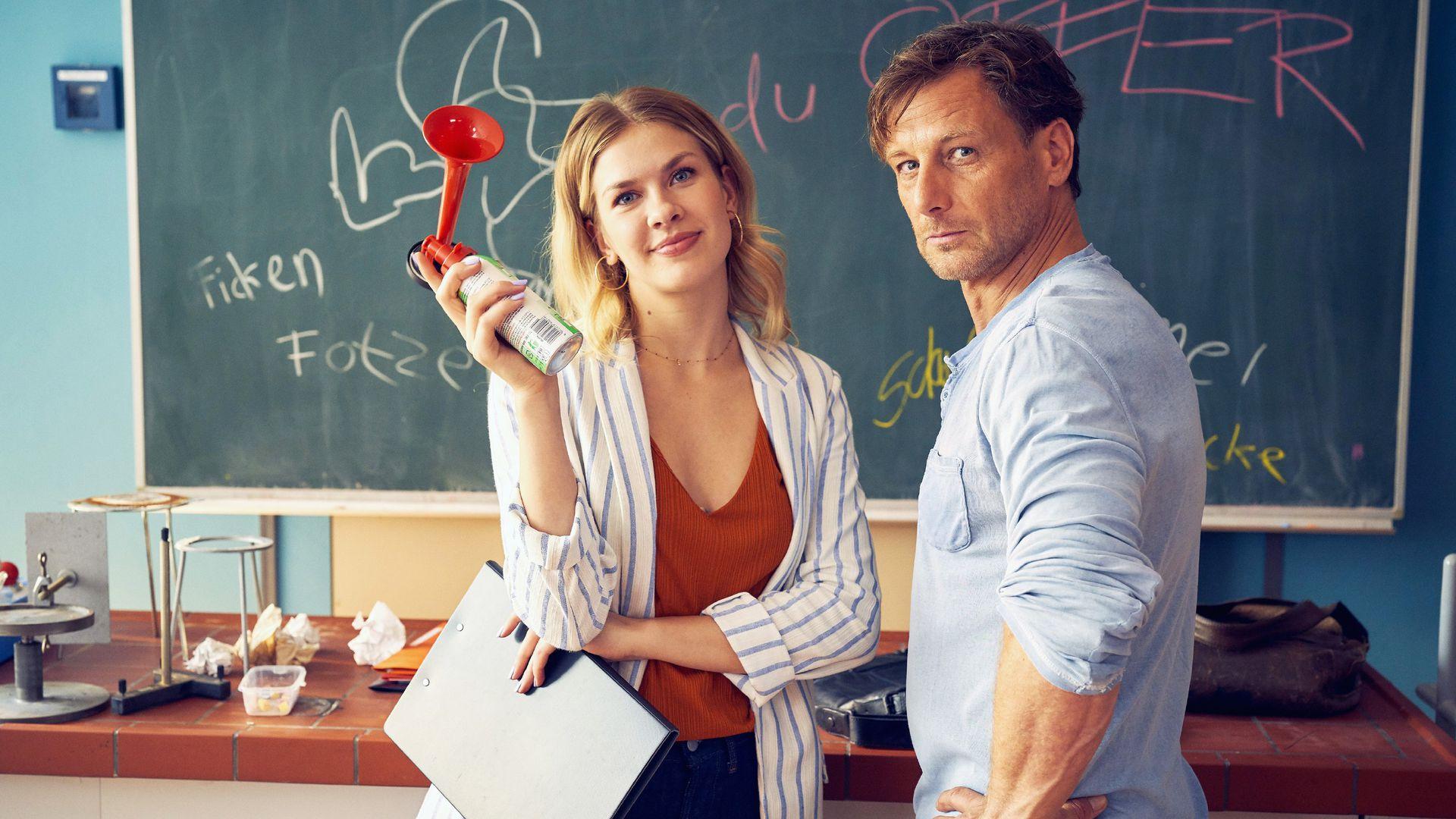 Der Lehrer Und Die Schulmädchen