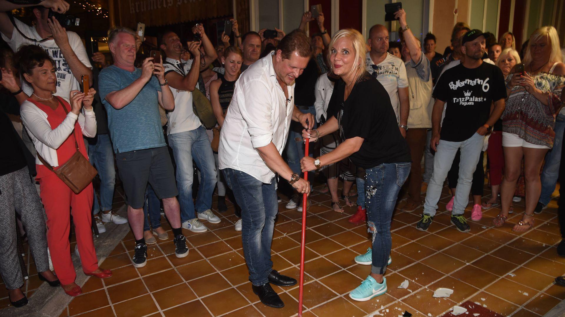 Sause oder Pleite: Malle-Jens\' Polterabend reines Fan-Event ...