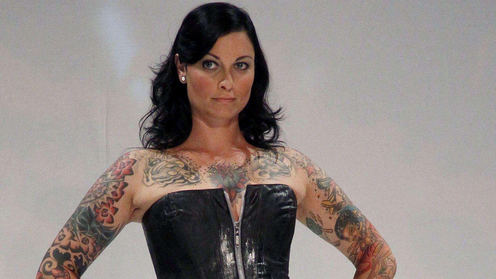 Lina van de Mars: Vom Spontan-Tattoo zum Kunstwerk