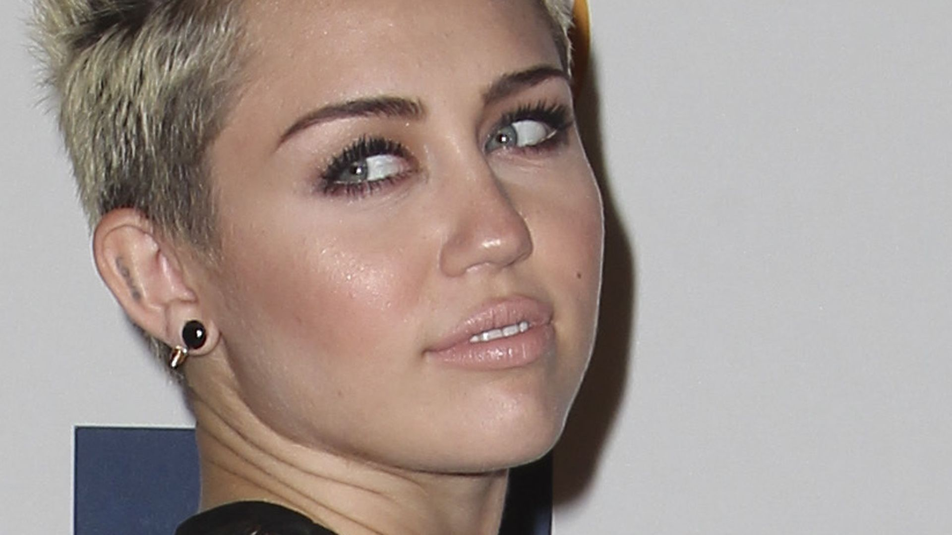 Mileys Side Boob 54