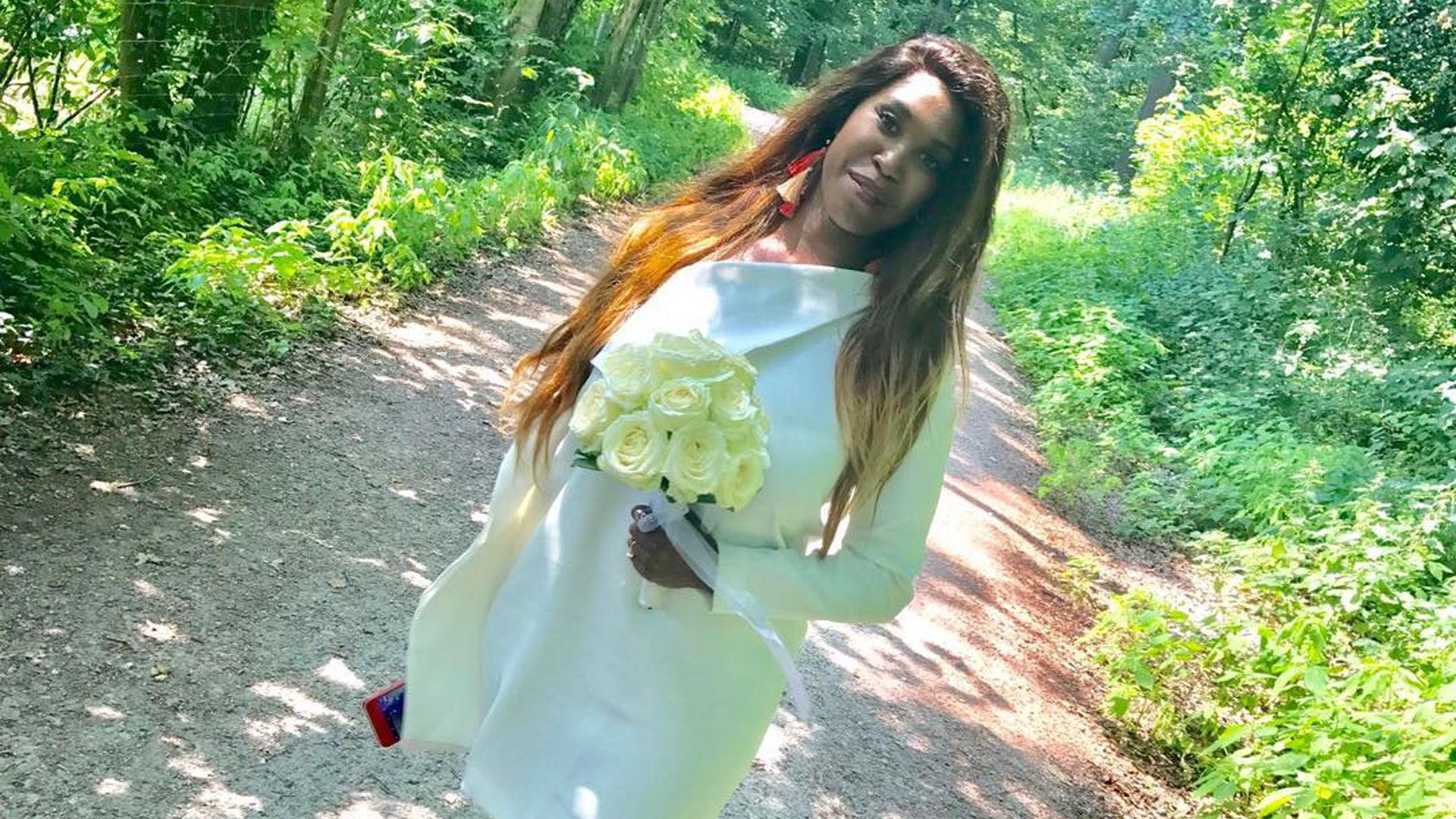 Zeigt Motsi Mabuse hier zum 11. Mal ihr anderes Brautkleid