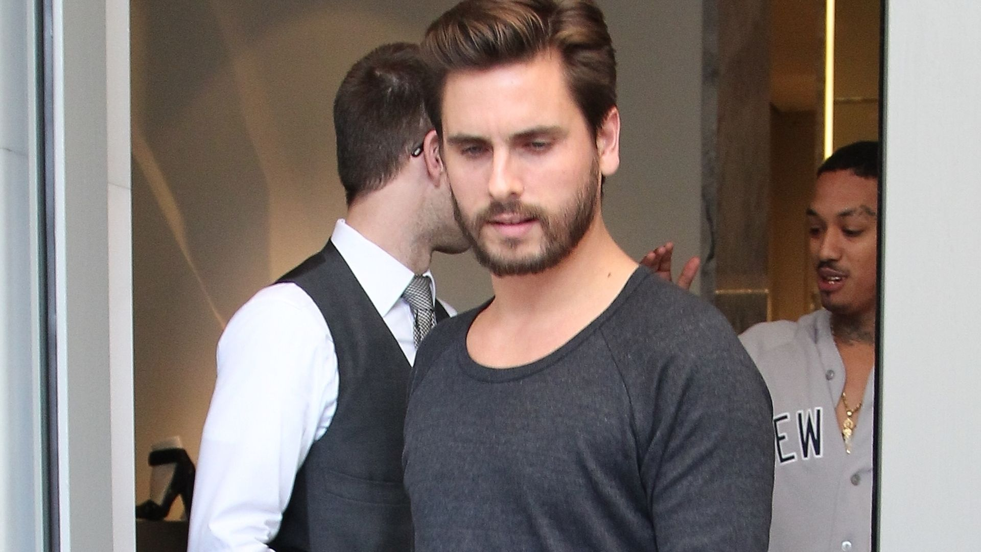pleite scott disick gibt nun kourtneys geld aus. Black Bedroom Furniture Sets. Home Design Ideas