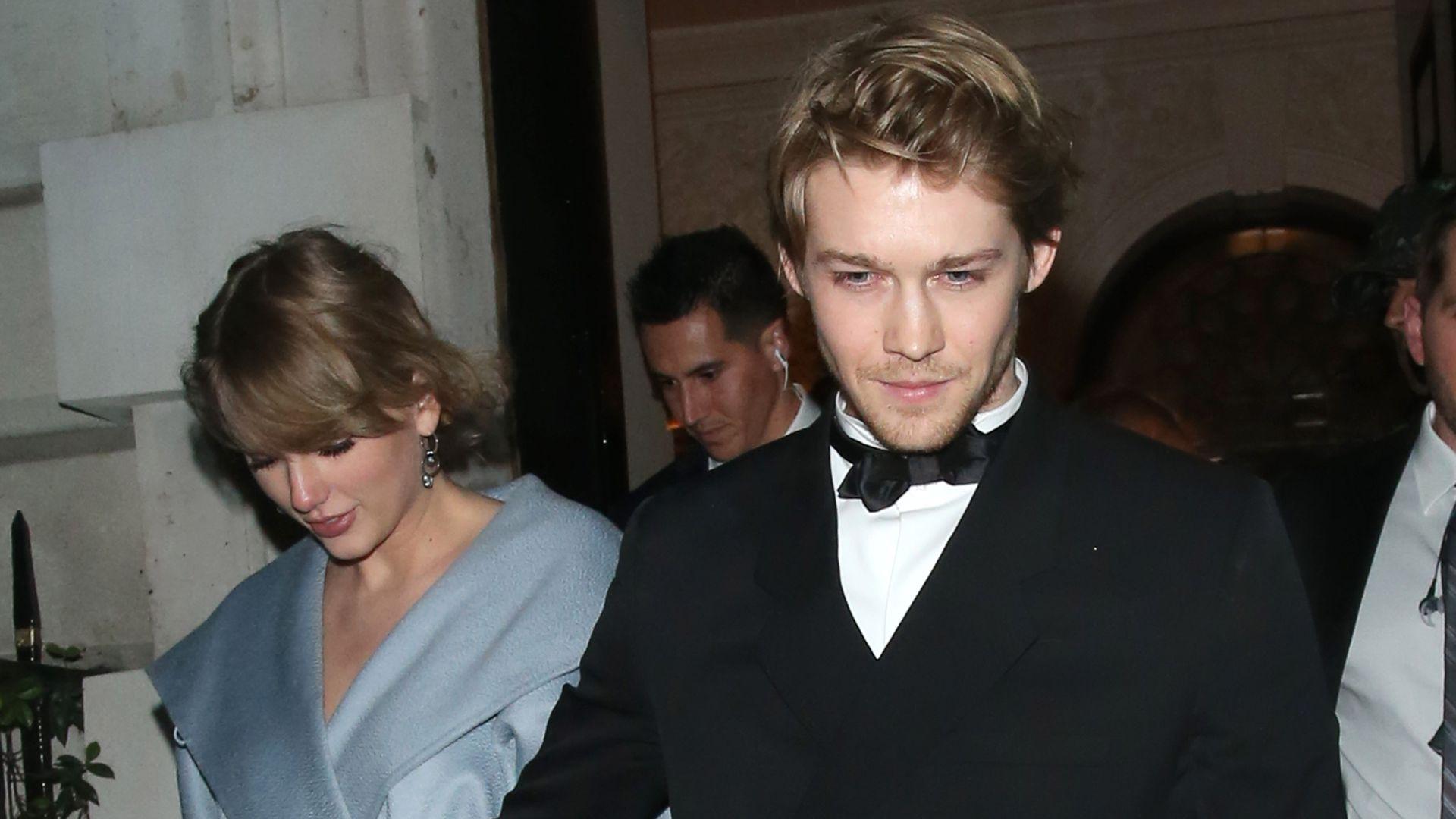 Rummel um Liebe zu Taylor Swift: So geht Joe Alwyn damit um - Promiflash.de