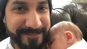 Süß: Backstreet Boys-AJ zeigt seine neugeborene Tochter