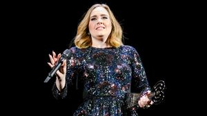Hello Adele! Prominente Fans feiern beim Konzert in Berlin