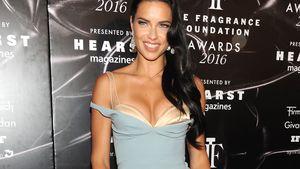 Ganz schön sexy: Adriana Lima im hellblauen BH-Kleid!