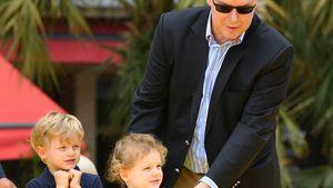 Süß: Fürst Albert II. von Monaco mit seinen Kids im Museum