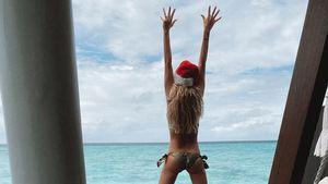 Paradiesisch: Welcher sexy Santa geht hier im Bikini baden?