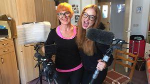 Bachelor-Freak Alesa: Twin-Style mit ihrer flippigen Mama!