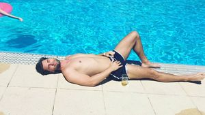 Alexander Keen am Pool in der Schweiz