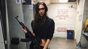 Bad Girl Alexis Ren: Sie schnappt sich knallhart die Knarre!