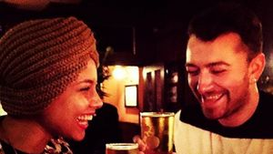 Alicia Keys und Sam Smith zusammen in einem Pub