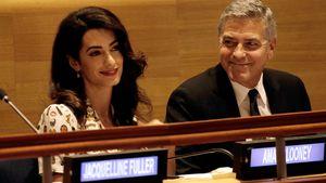 Amal und George Clooney bei einer UN-Sitzung