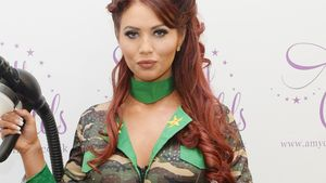 Albernes Army-Outfit: Amy Childs als Presswurst!