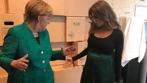 Fashion-Twins: Angela Merkel & Cathy Hummels im Partnerlook