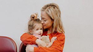 Hirntumor: Tochter von Influencerin stirbt mit drei Jahren