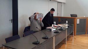 Axel G. und sein Pflichtverteidiger im Gerichtssaal