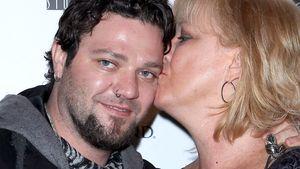 Süß! Hier wird Bam Margera von Mutti geküsst!