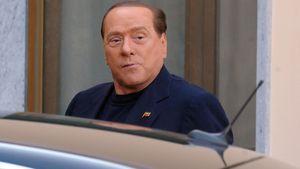 Im Altenheim: Berlusconi tritt seinen Dienst an