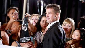 """Brad Pitt posiert mit Fans bei der """"Allied""""-Premiere"""