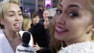 AMAs: Miley wird von eigener Schwester interviewt