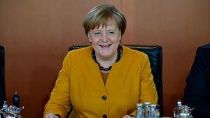 """""""Sind Sie es?"""" – Omi hält Angela Merkel für Macrons Ehefrau!"""