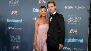 Caley Cuoco und Karl Cook 2016 bei den Critics' Choice Awards