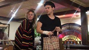 Romantisches Date: Harry Styles trägt sogar Camilles Tasche
