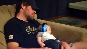 Süß! Carrie Underwoods Baby Isaiah begleitet sie ins Studio