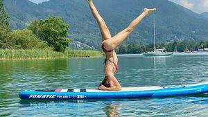 Körperbeherrschung: Cathy macht Kopfstand auf Paddleboard