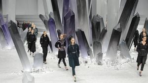 Chanel-Show: Klirrende Kristalle bei König Karl