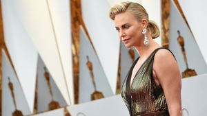 So nah kam Charlize Theron Liam Neesons Po