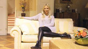 Cheynne Pahde auf dem Sofa