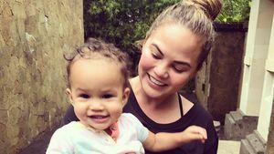 Tochter Luna verkündet es: Chrissy Teigen ist schwanger!