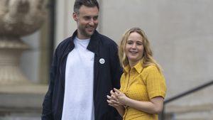 Hautenges Kleid: Jennifer Lawrence lacht Baby-Gerüchte weg