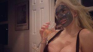 Courtney Stodden mit Gesichtsmaske