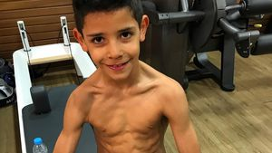Muskelpaket mit 7: Cristiano Ronaldo Jr. hat Mega-Sixpack