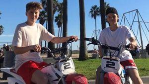 Gefährlicher Spaß: Cruz Beckham (12) cruist ohne Helm!