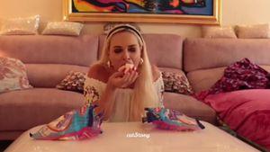 Würge-Alarm: Wie viele Marshmallows passen in Danielas Mund?