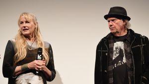 Endlich bestätigt: Neil Young & Daryl Hannah verheiratet