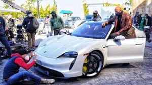 Zu viele Muskeln: Dwayne Johnson passte nicht in Sportwagen
