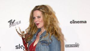 No-Go: Diana Amft mit Jeansjacke zum Abendkleid