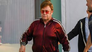 Gucci von Kopf bis Fuß: Elton John trägt Luxus-Jogginganzug