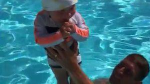 Feucht-fröhlicher Spaß: Emil-Ocean schwimmt mit Papa Peer!