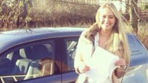Glückwunsch! Fabienne Rothe hat den Führerschein