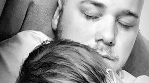 Glücklicher Papa: Felix van Deventers Noah schläft auf Brust