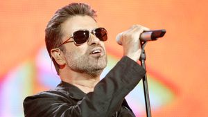 George Michael im Juli 2005 bei einem Konzert in London